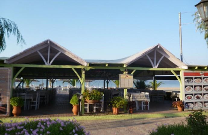 Tavern Angelos in Paralia Dionisiou Beach,